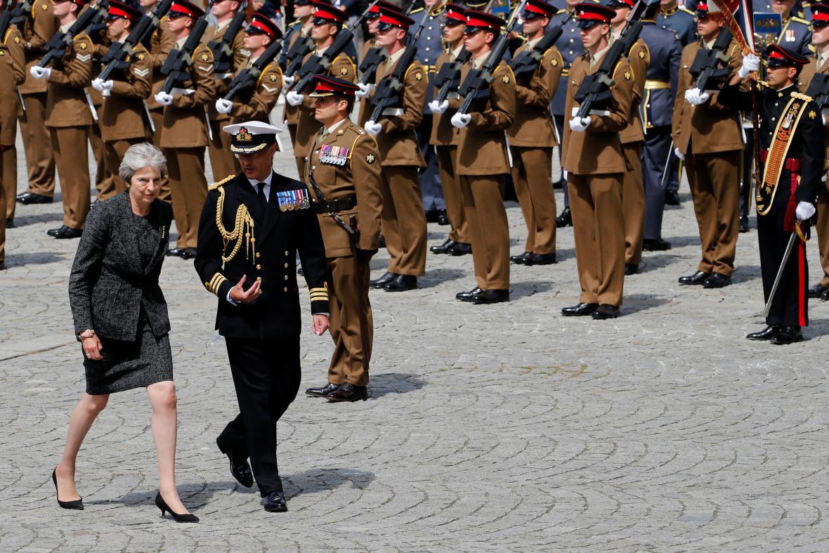 Příchod britské premiérky Theresy Mayové na ceremoniál