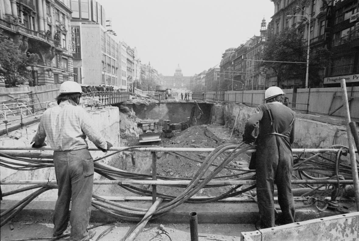 Stavba metra na Václavském náměstí