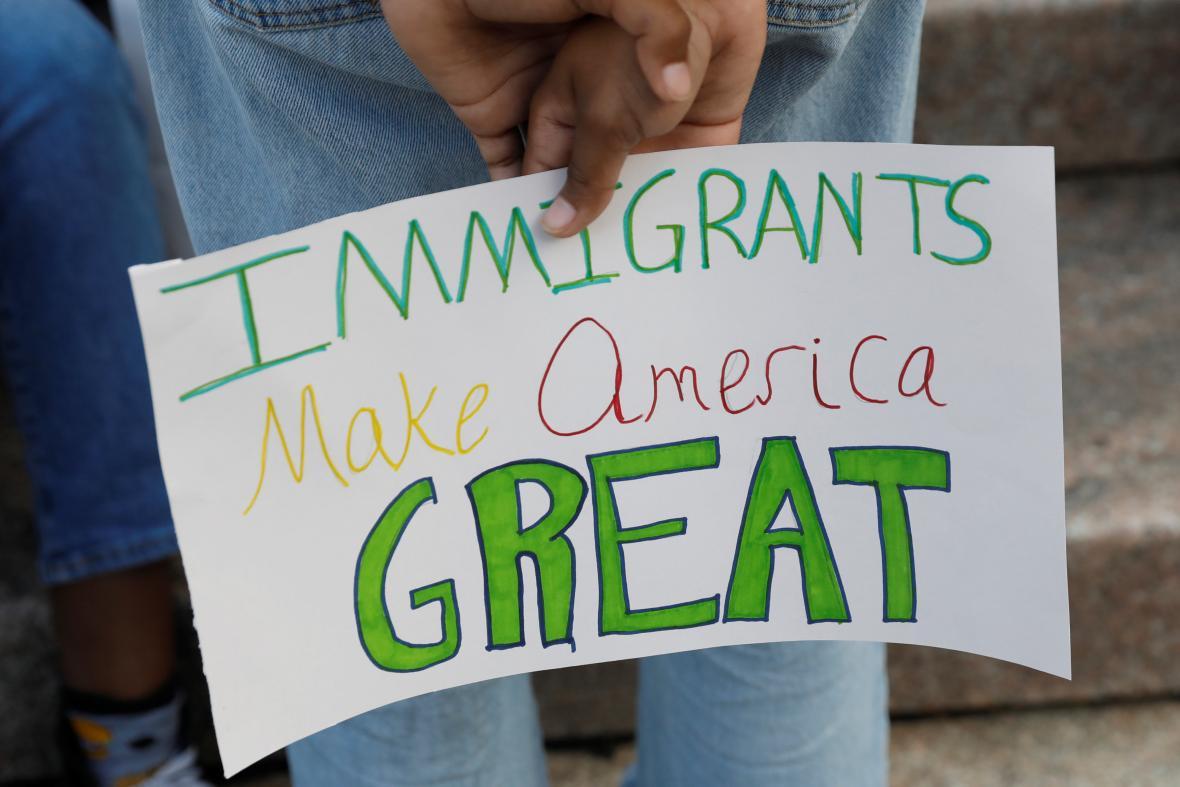 Demonstrace na podporu migrantů deportovaných z USA