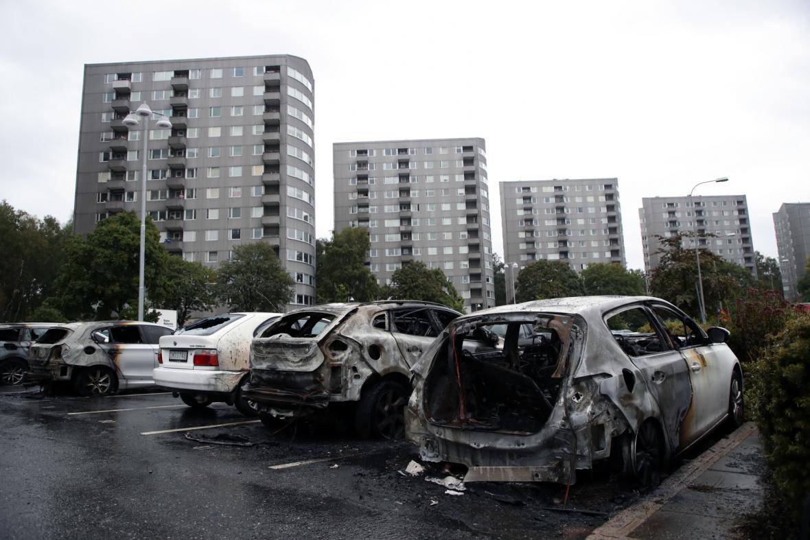 Ohořelá auta v Göteborgu