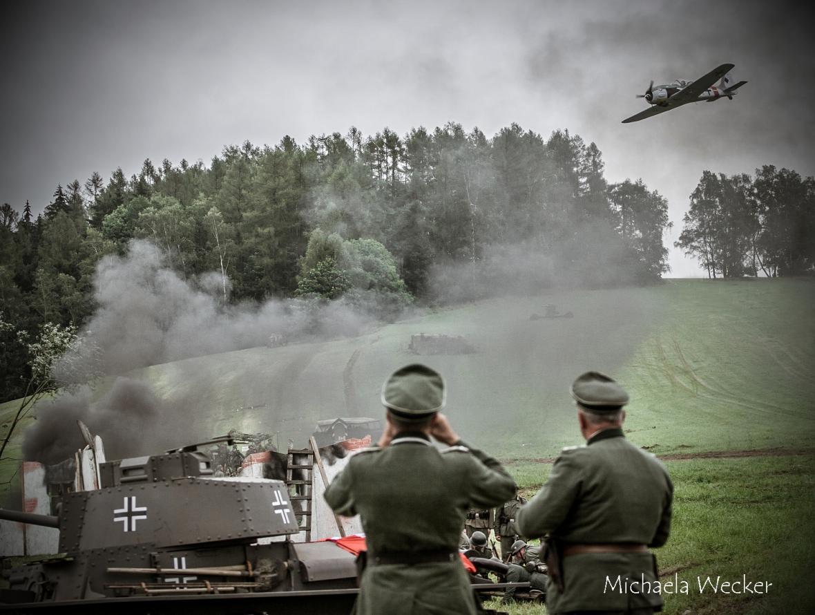 Přehlídka dobové vojenské techniky na akci Cihelna