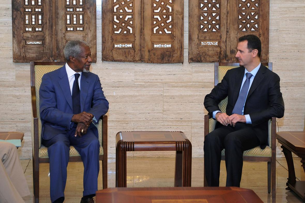 Kofi Annan během jednání se syrským prezidentem Bašárem Asadem (červenec 2012)