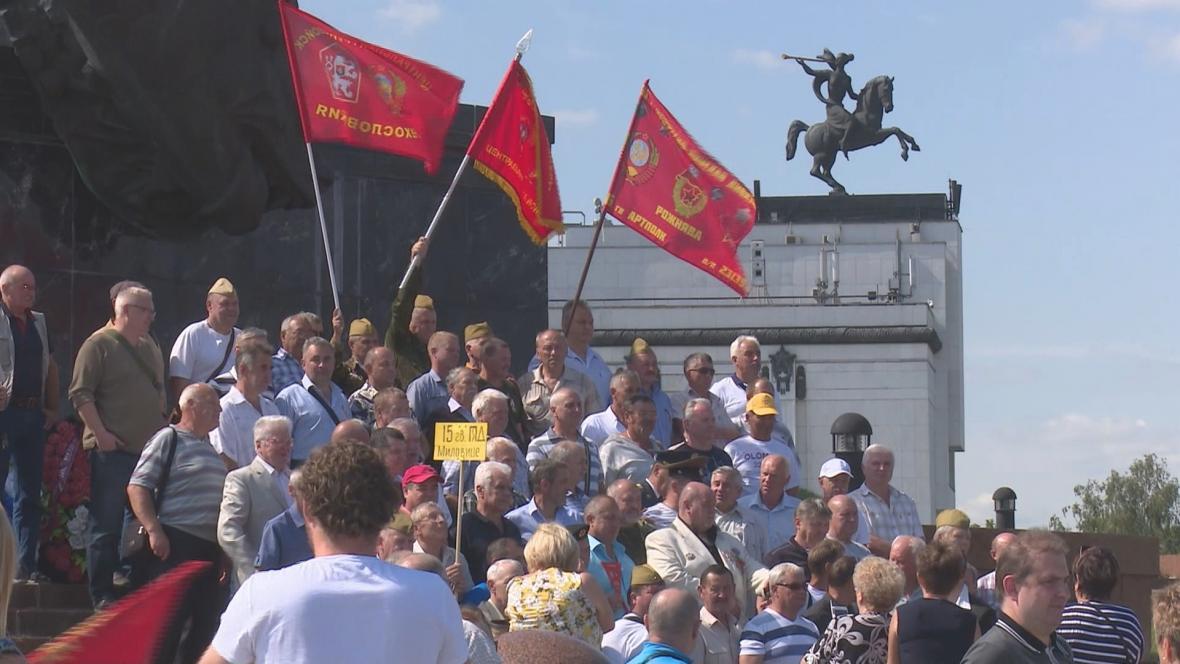 Setkání bývalých sovětských vojáků v moskevském Parku vítězství