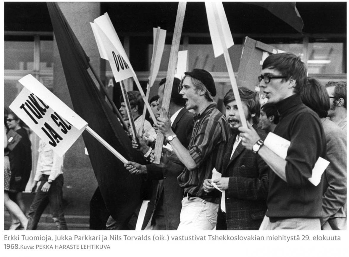Erkki Tuomioja, Jukka Parkkari a Nils Torvalds se postavili proti okupaci Československa