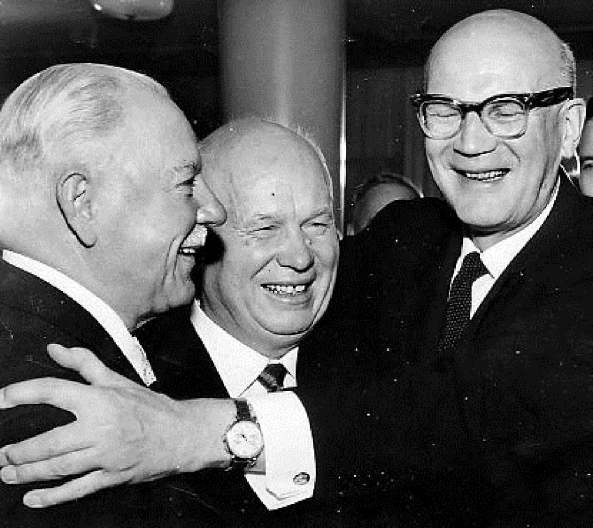 Kliment Vorošilov, Nikita Chruščov a finský prezident Urho Kaleva Kekkonen