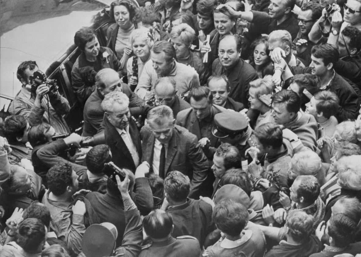 Předseda Národního shromáždění Josef Smrkovský po návratu z Moskvy, srpen 1968