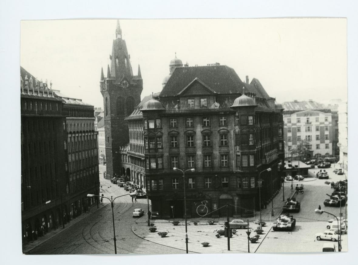Budova parlamentu na Gorkého náměstí, srpen 1968
