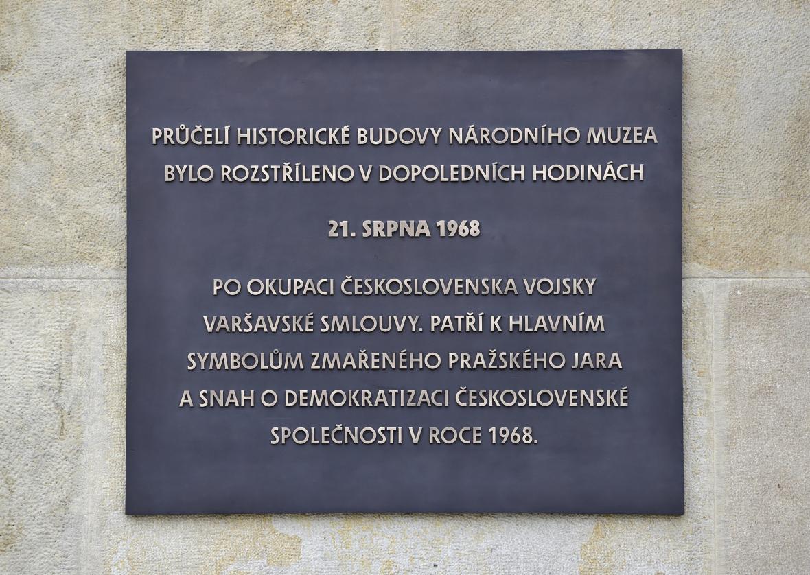 Nová pamětní deska na Národním muzeu
