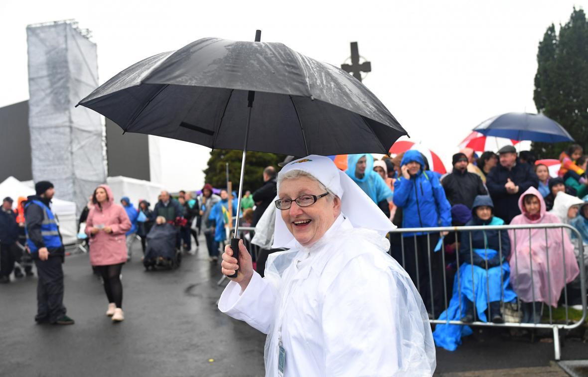 Déšť Iry před návštěvou Knocku nezastavil