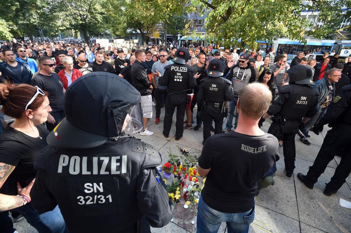 Srocení u místa, kde byl ubodán pětatřietiletý Němec