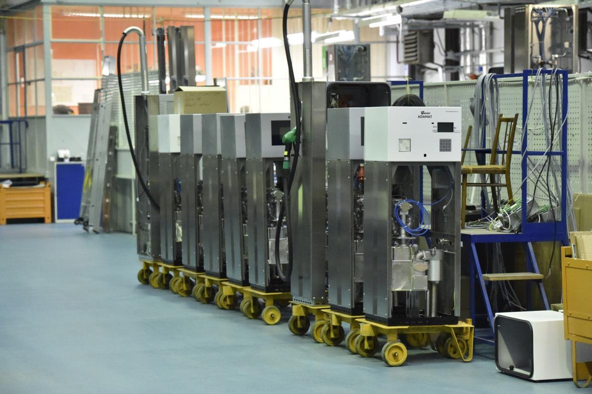 Stojany na pohonné hmoty společnosti Adast Systems.