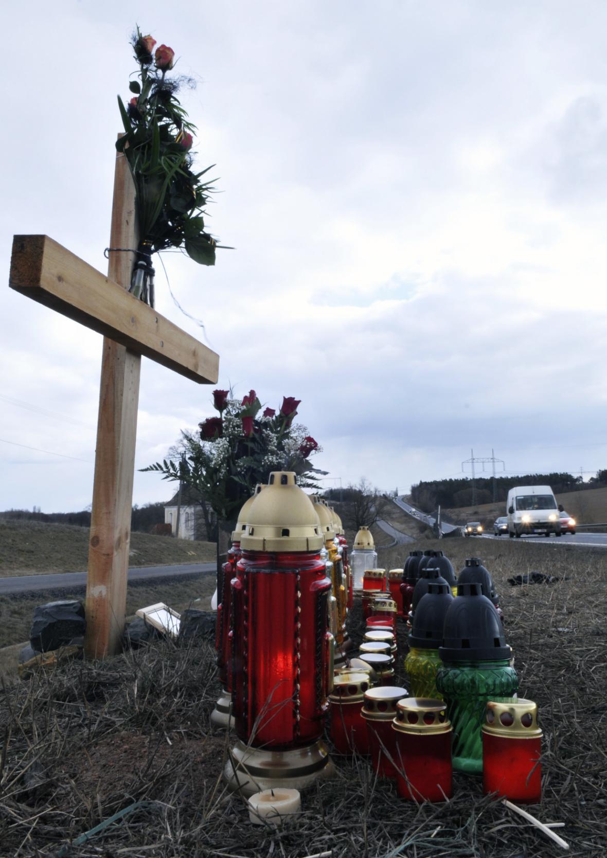 Křížek u silnice