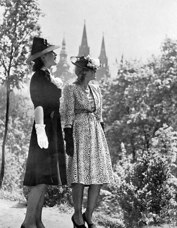Letní vycházkové šaty Měsíc VII, č. 7, 1939, s. 2–3