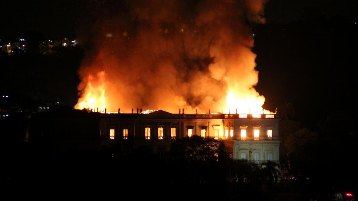 Hořící Národní muzeum v Brazílii