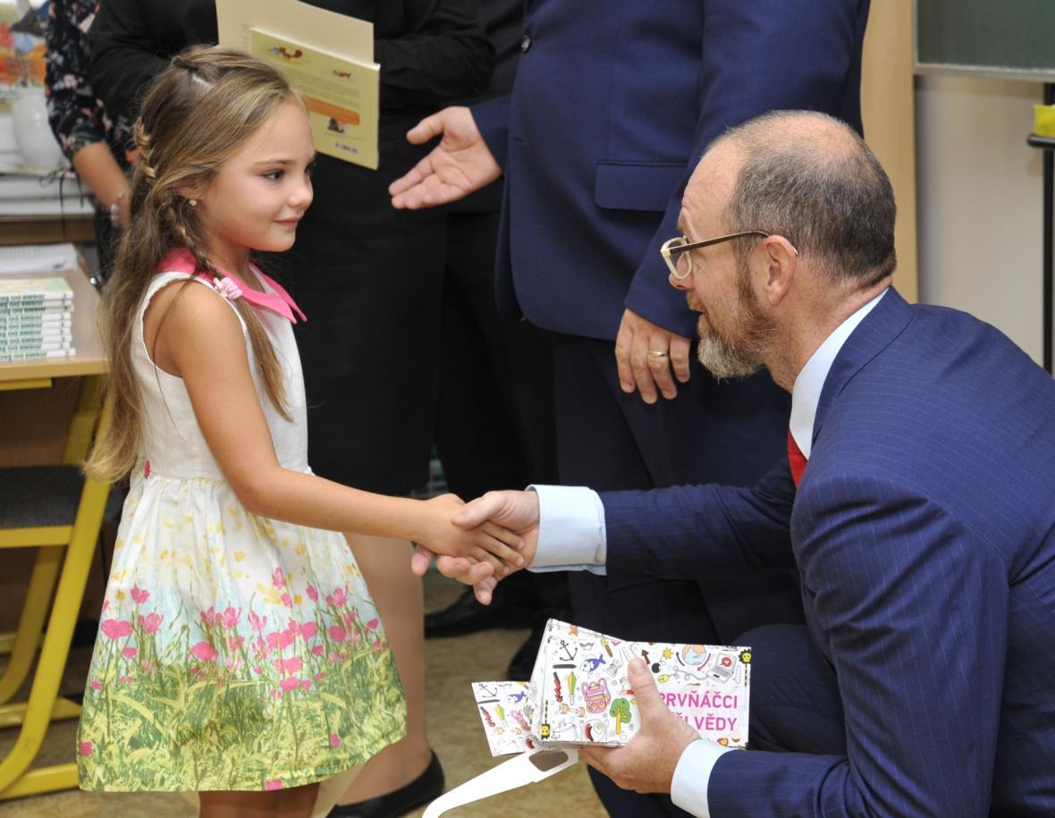 Ministr Plaga přivítal prvňáky v brněnské ZŠ Hudcova