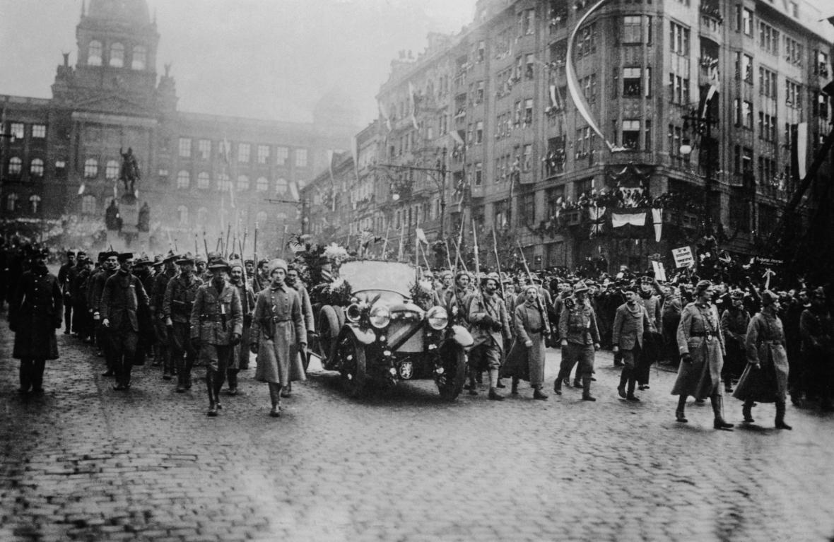Triumfální návrat Tomáše Garrigue Masaryka do Prahy