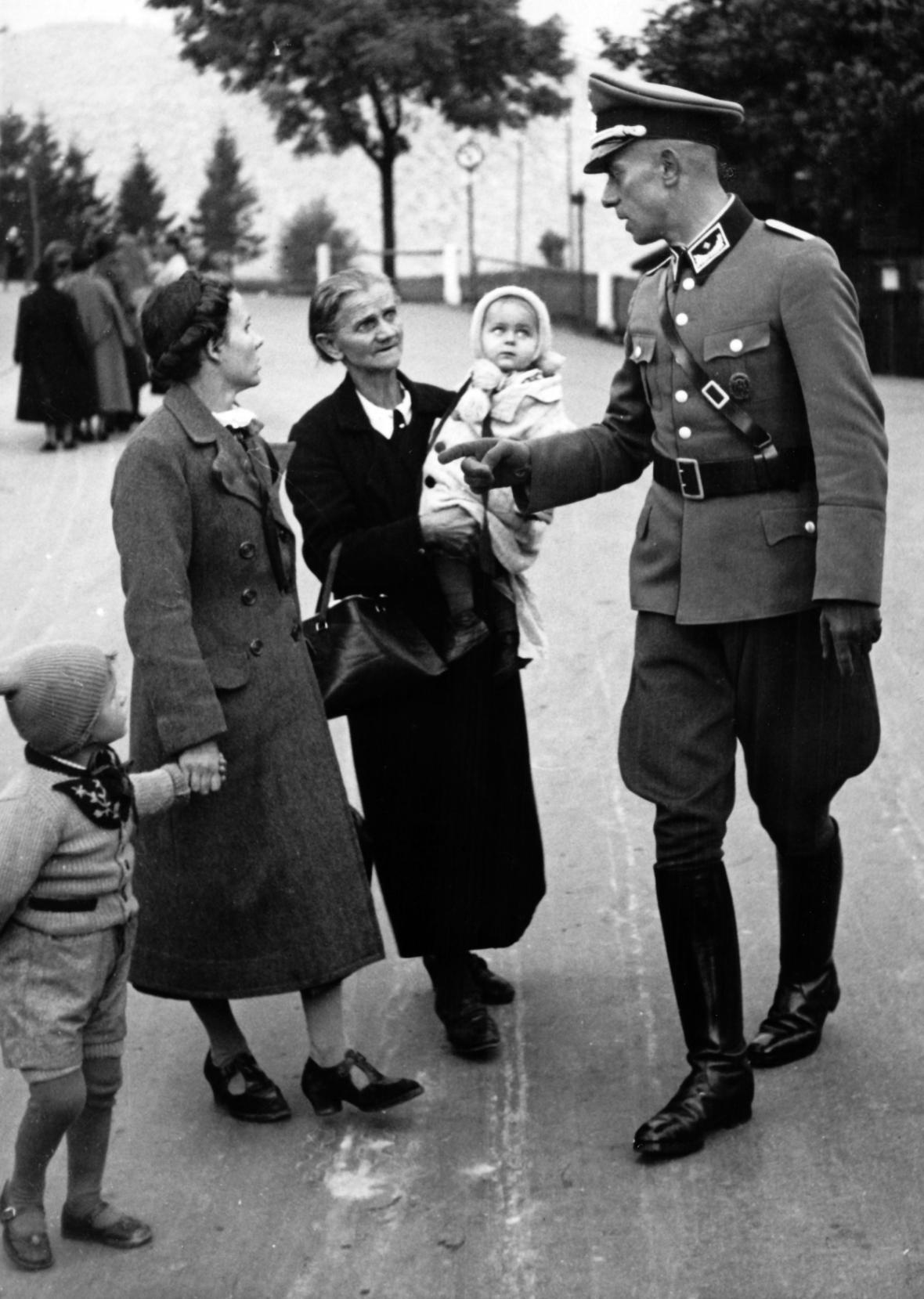 Německá protičeská propagandistická fotografie ze září 1938