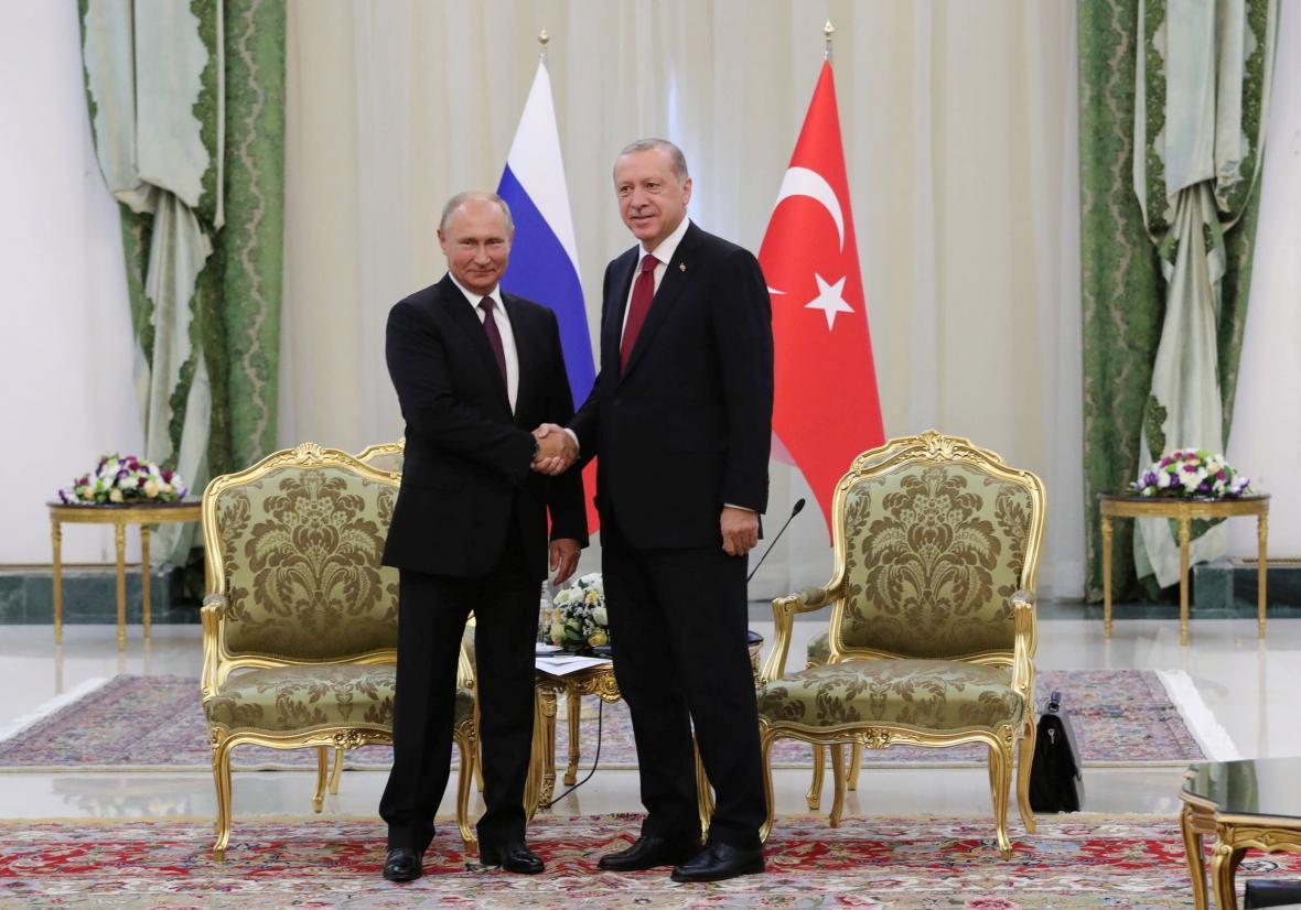 Prezident Vladimir Putin a Recep Tayyip Erdogan na schůzce v Teheránu