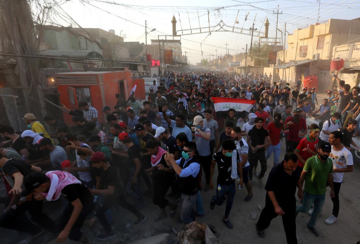 Dav demonstrantů v Basře