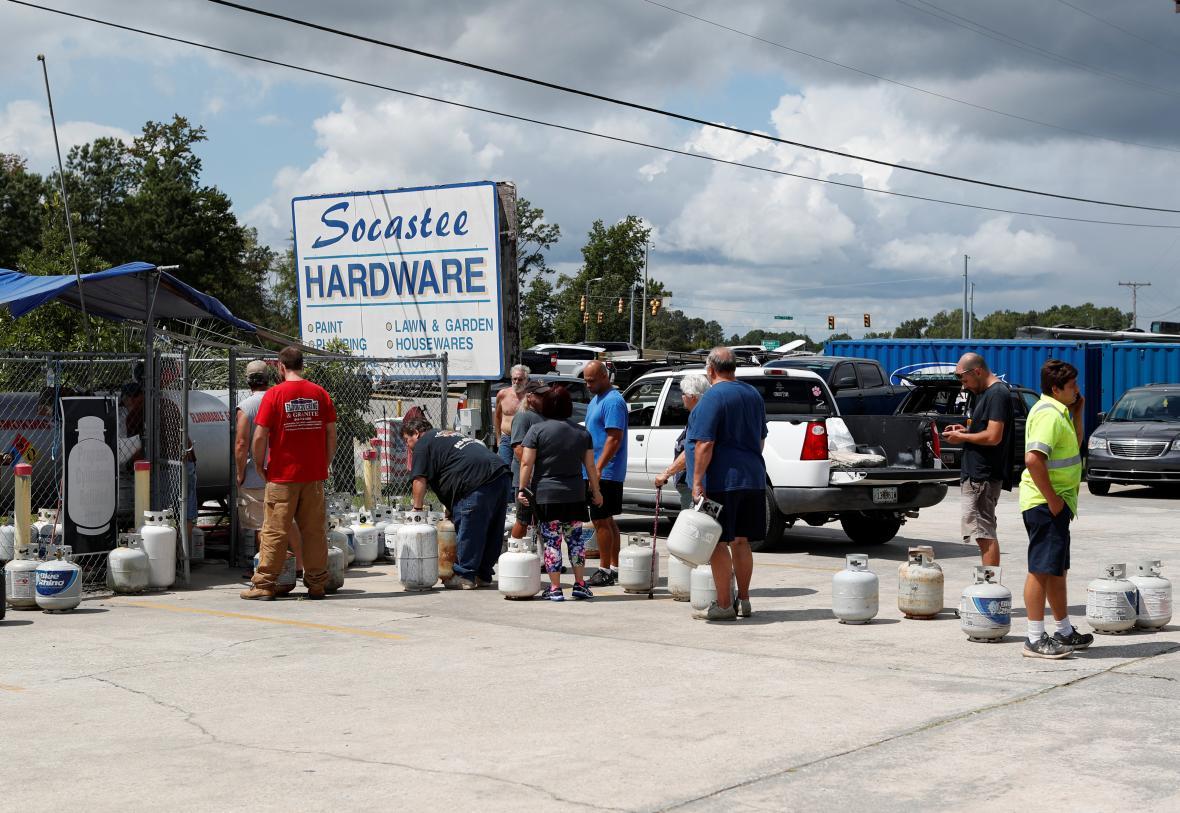 Obyvatelé východu USA se předzásobují kvůli hurikánu Florence