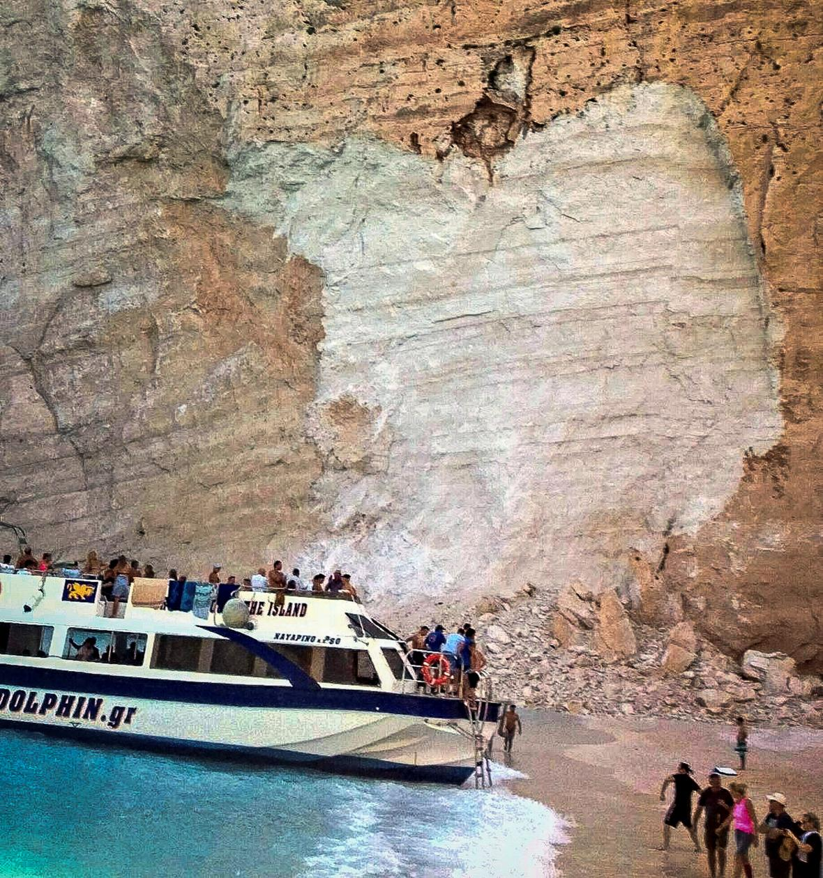 Pád skály na řeckém ostrově Zakynthos