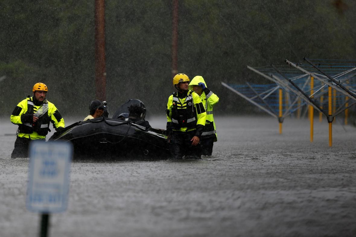 Evakuace lidí ze zasažených oblastí