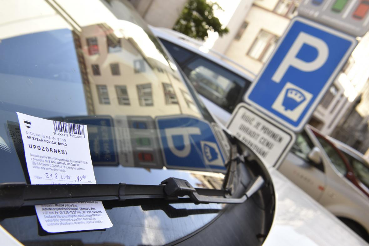 O systému parkování i poplatcích si rozhoduje obec sama