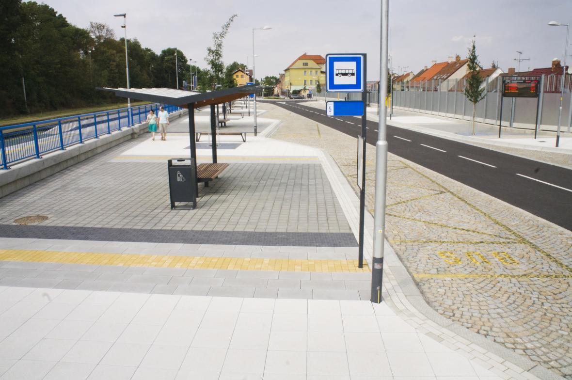 Z fondů EU obce získávají peníze hlavně na infrastrukturu. Na snímku nový terminál v Třebíči