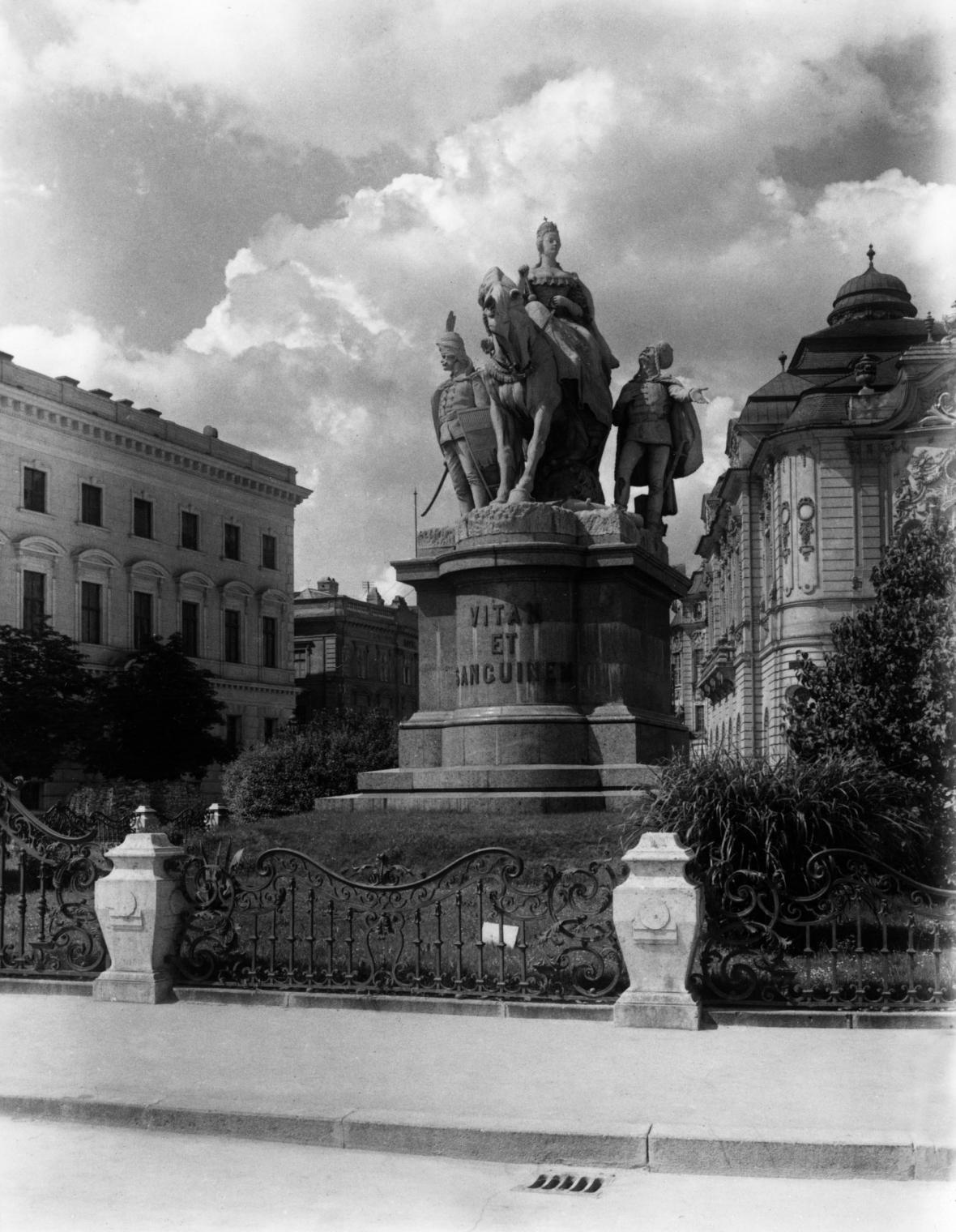 Bratislavský pomník Marie Terezie