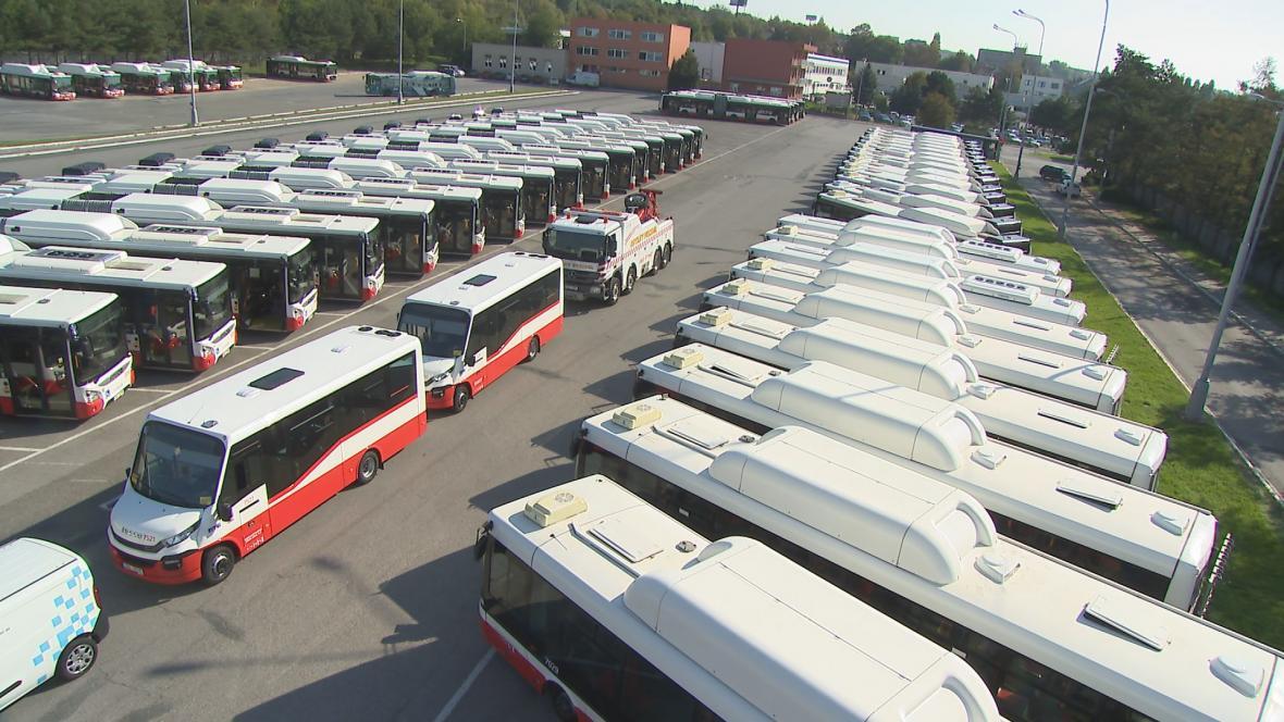 Všechny autobusy v Brně už jezdí na plyn