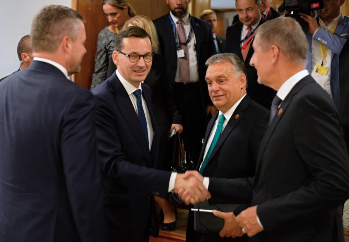 Představitelé zemí V4 během setkání v Salcburku