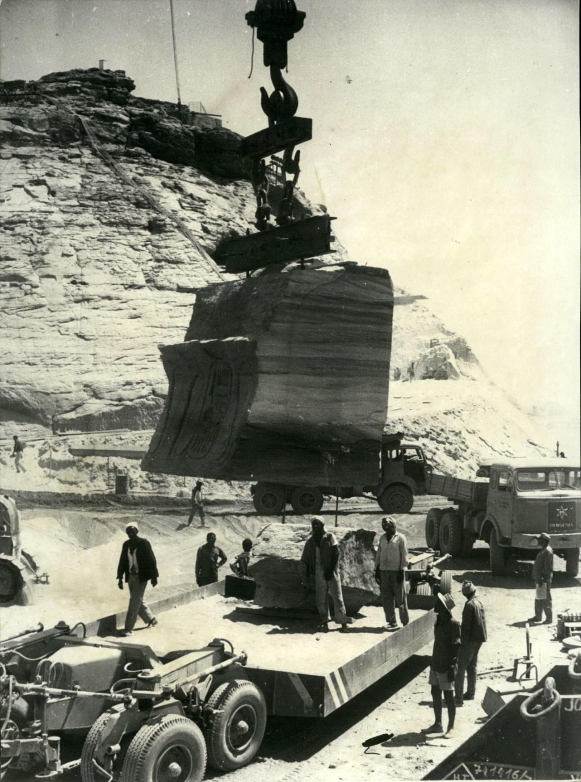 Stěhování Abu Simbelu