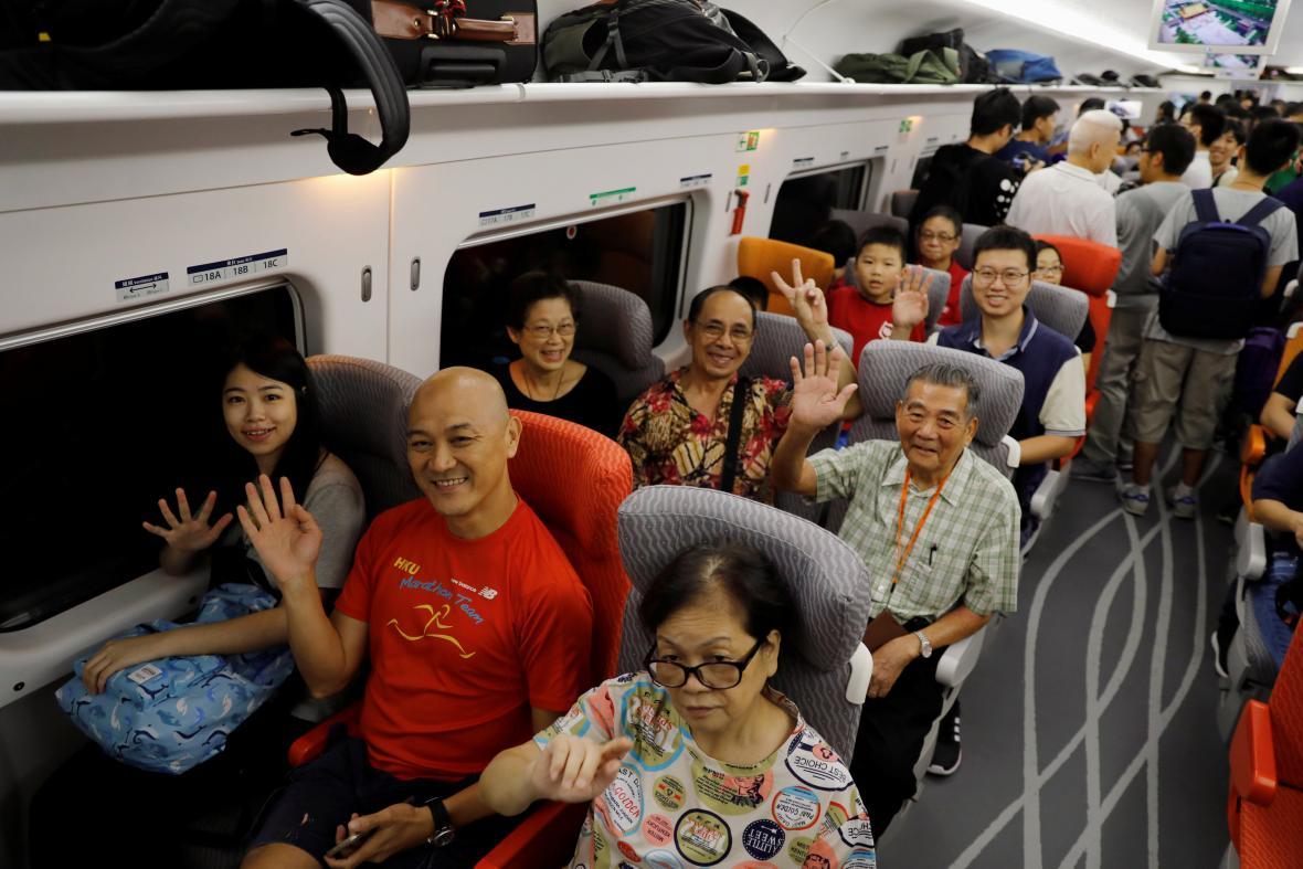 Cestující si cestu rychlovlakem z Hongkongu do Číny pochvalovali