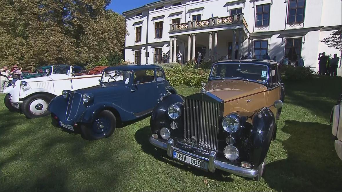 Svatováclavská vyjížďka historických aut v Hodslavicích