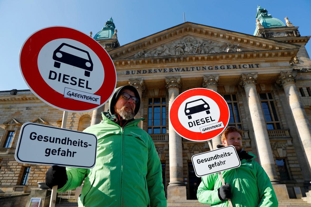 Ekologičtí aktivisté protestují proti rozhodnutí německé vládní koalice