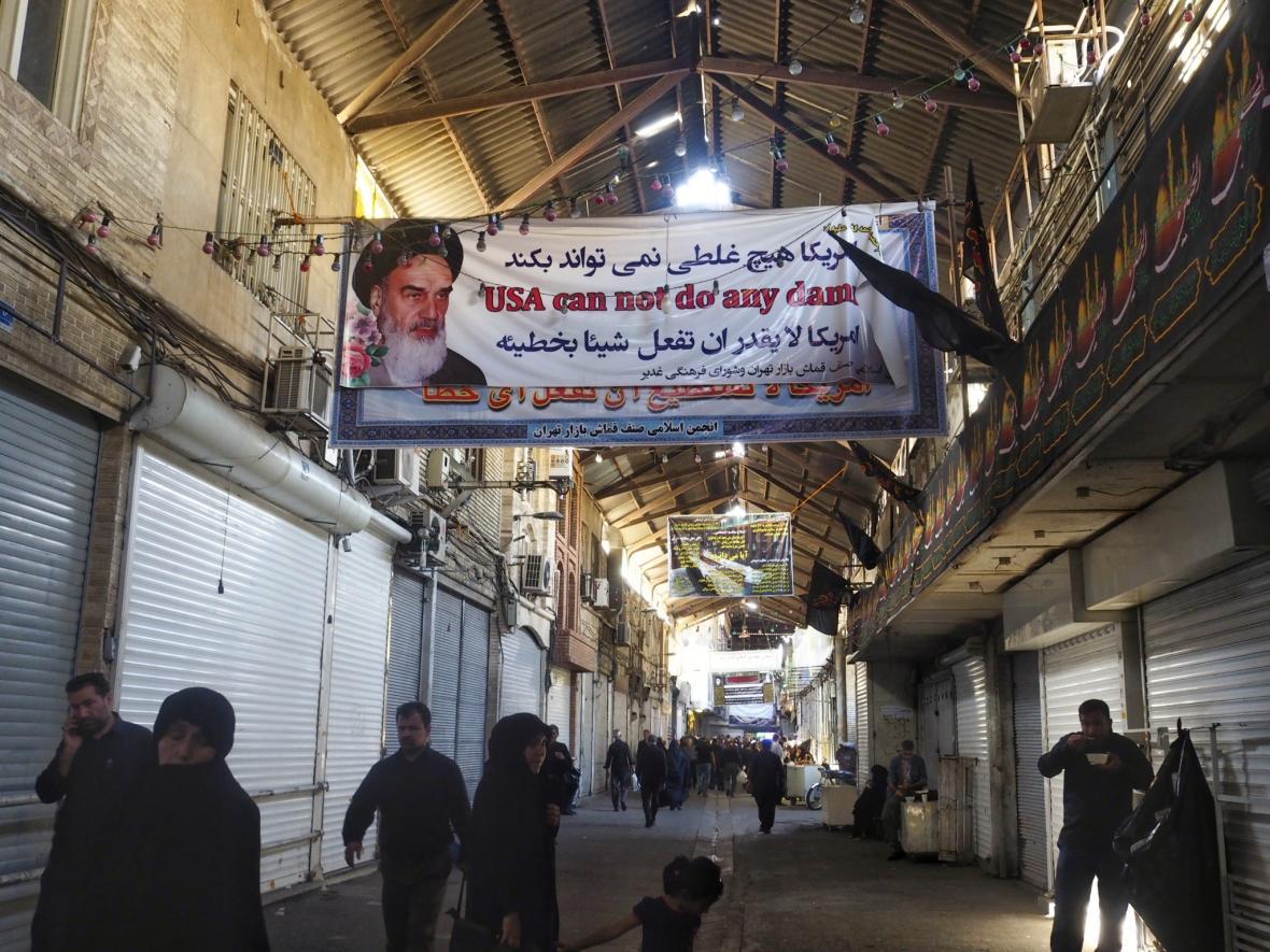 Protiamerický transparent v Teheránu