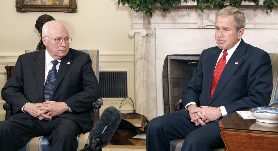 Dick Cheney a George W. Bush na fotce z roku 2008