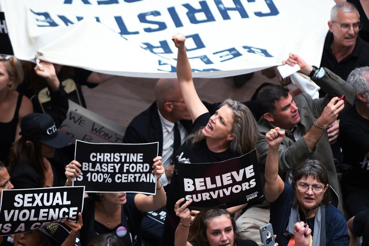 Protest proti Kavanaughovi v Senátu USA