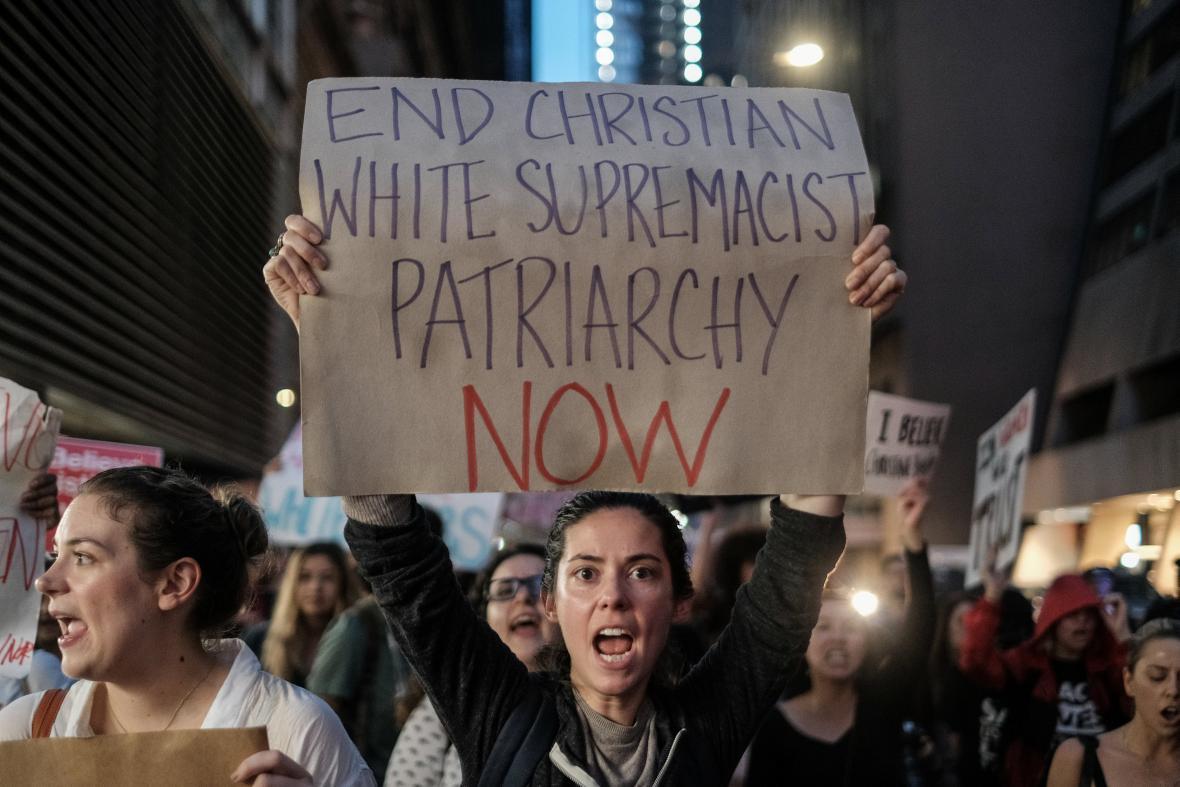 Demonstrace proti jmenování Kavanaugha v New Yorku