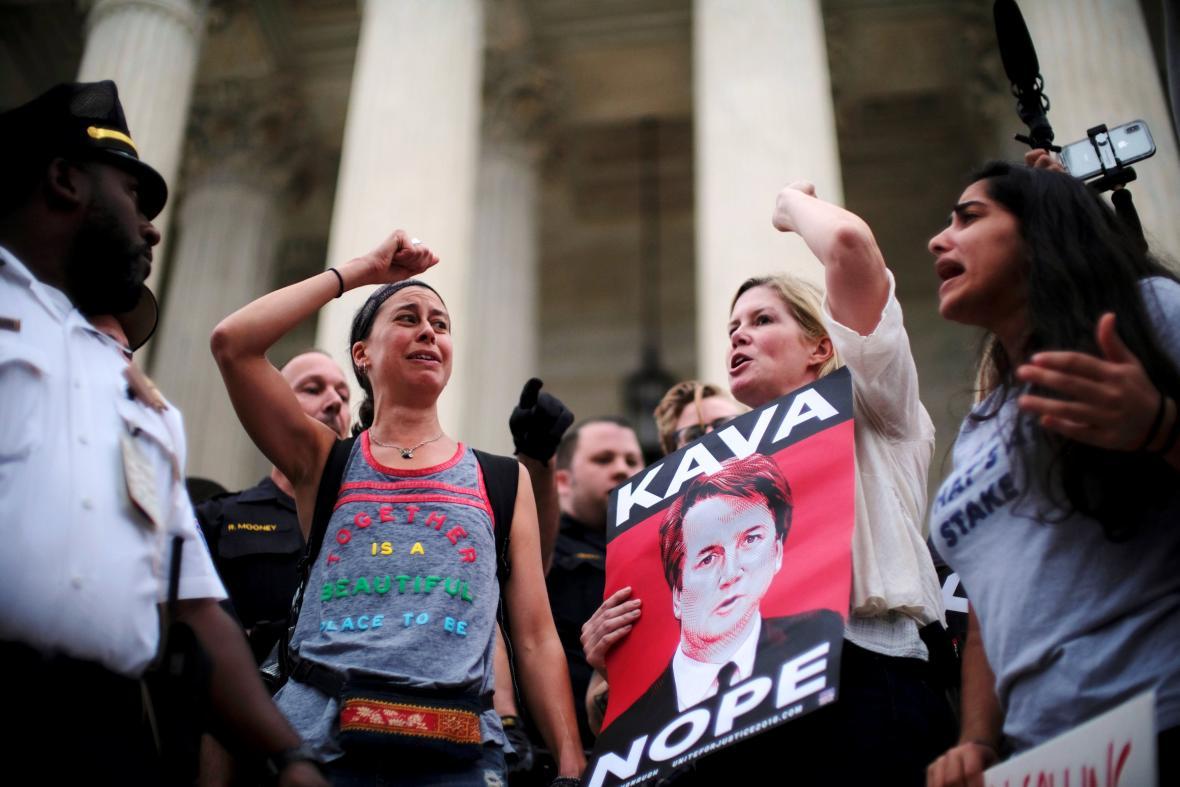 Protest proti Brettu Kavanaughovi po jeho schválení Senátem USA