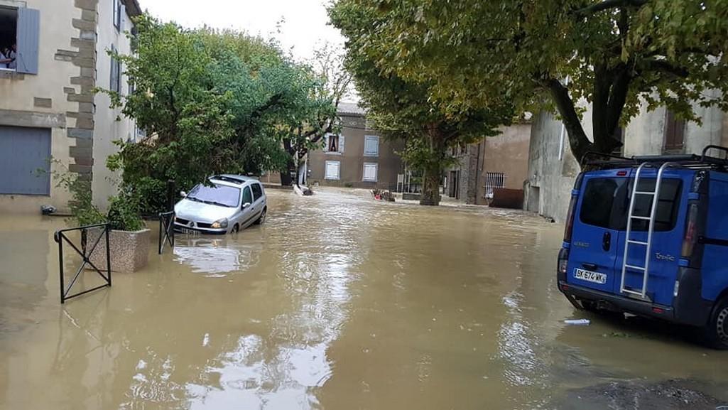 Zatopená ulice ve francouzské obci Villegailhenc