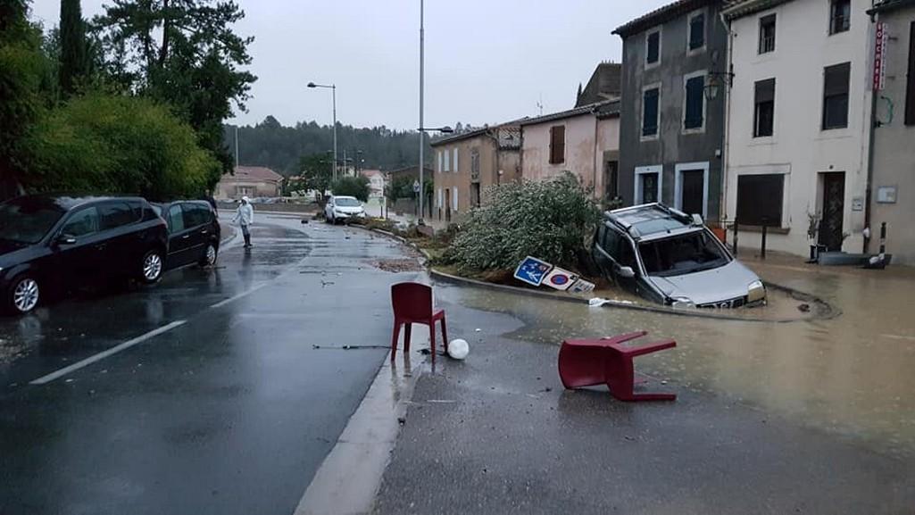 Velká voda ve Francii unášela auta