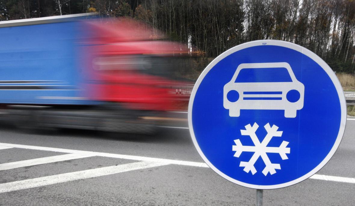"""Dopravní značka """"Zimní výbava"""""""
