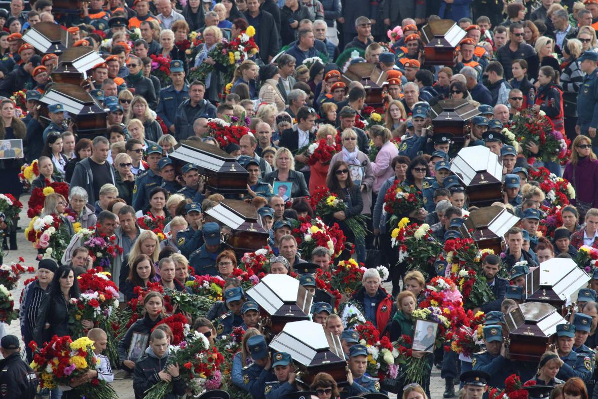 Pohřeb obětí střelby v Kerči