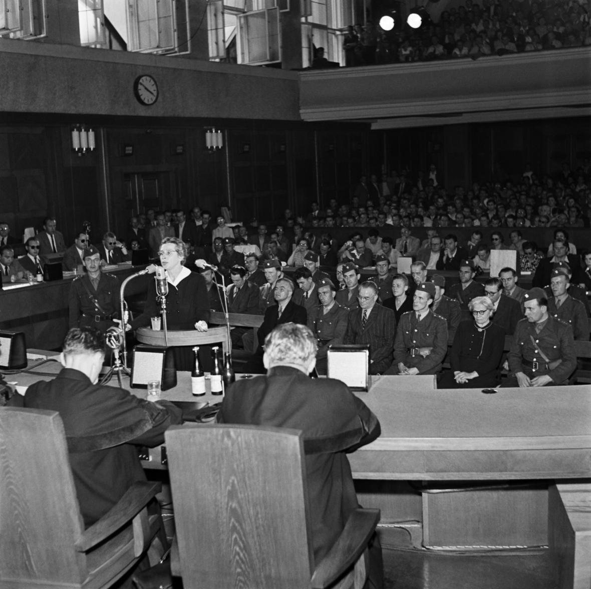 Vykonstruovaný proces s Miladou Horákovou a dalšími v roce 1950