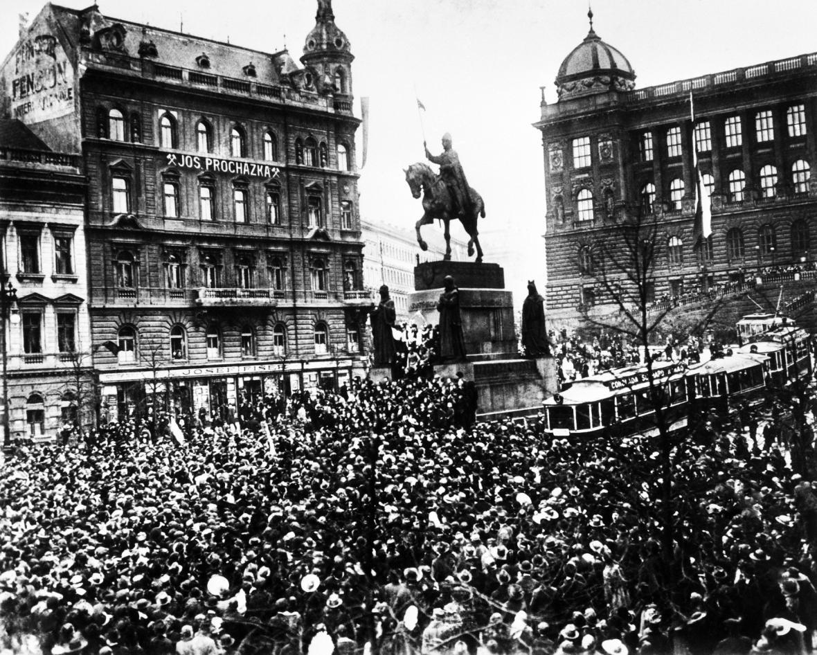 Jedna z nejznámějších fotografií revoluce 28. října 1918