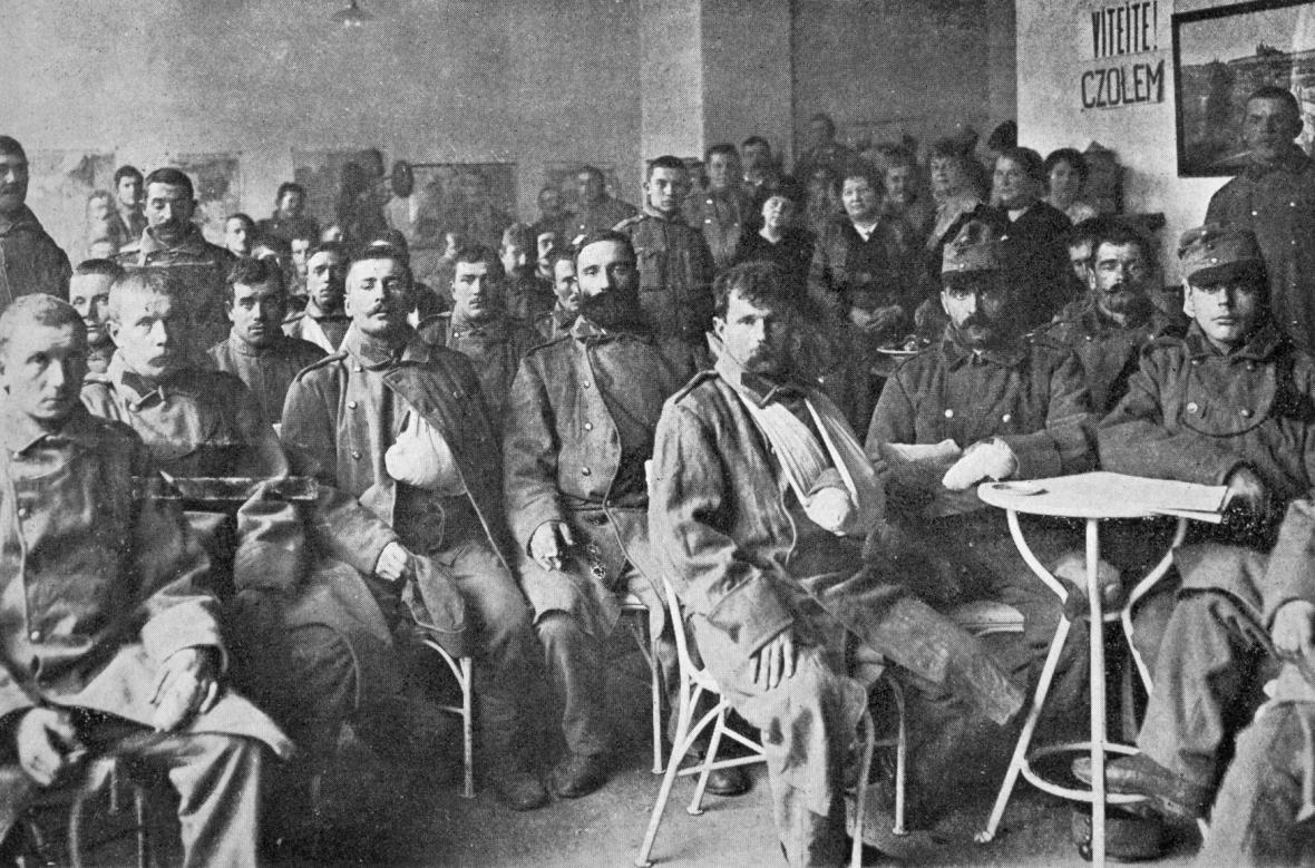 Zranění čeští vojáci v roce 1914
