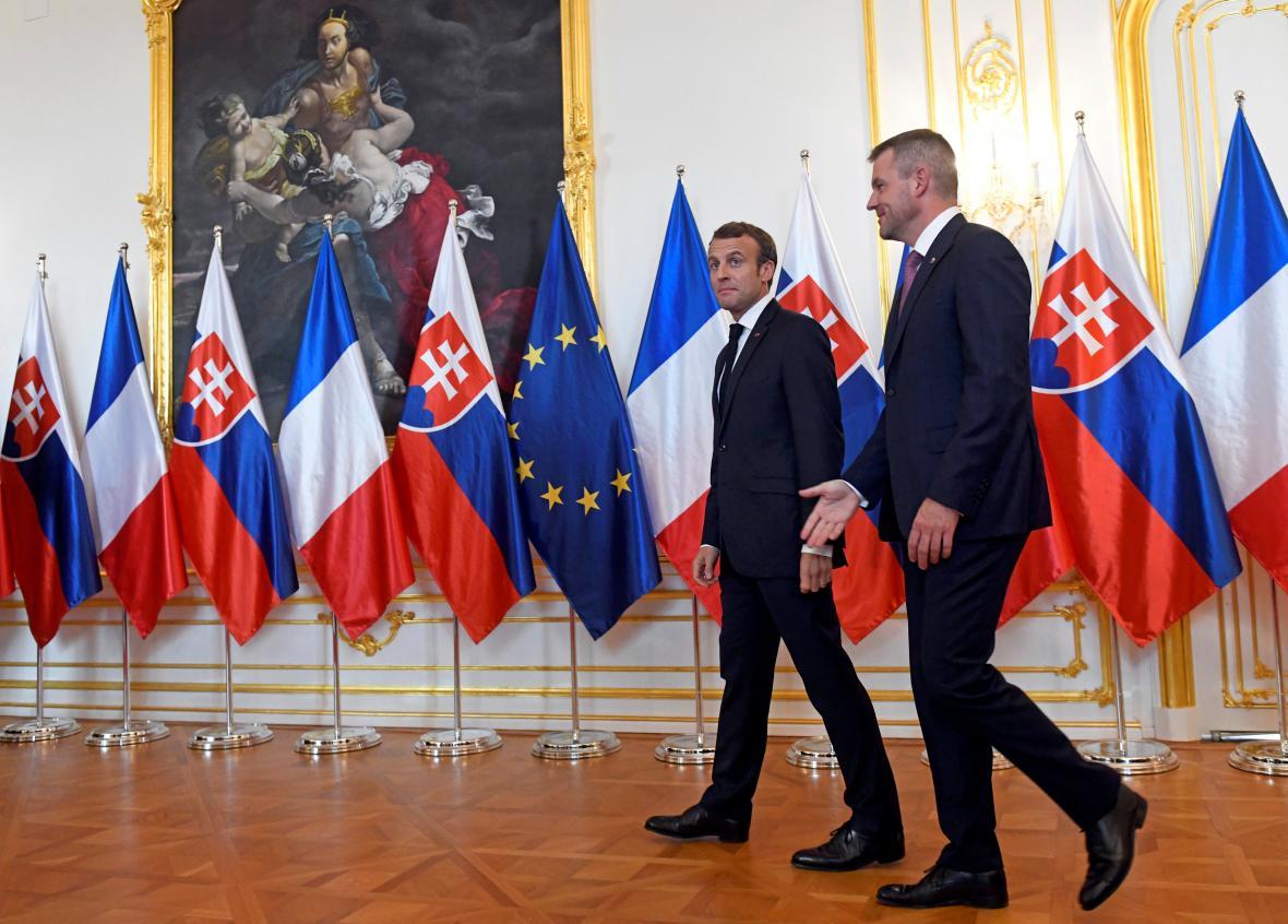 Macron jednal v Bratislavě i s premiérem Pellegrinim