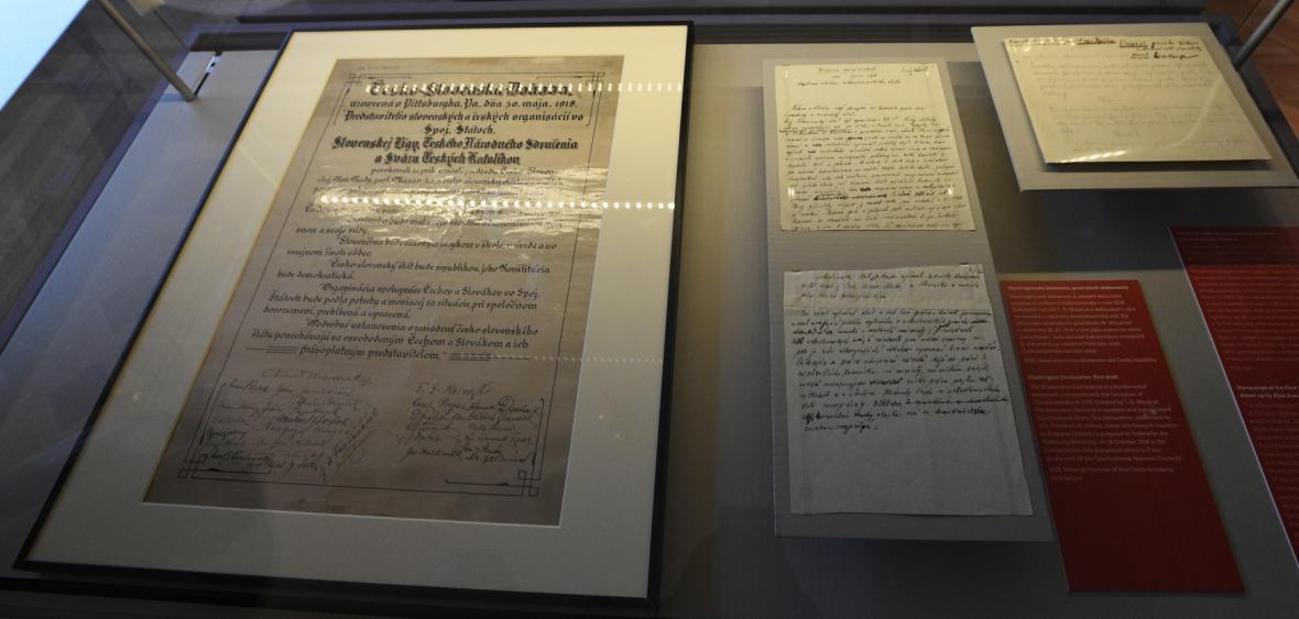 Pittsburská dohoda (vlevo) a první návrh Washingtonské deklarace (vpravo)