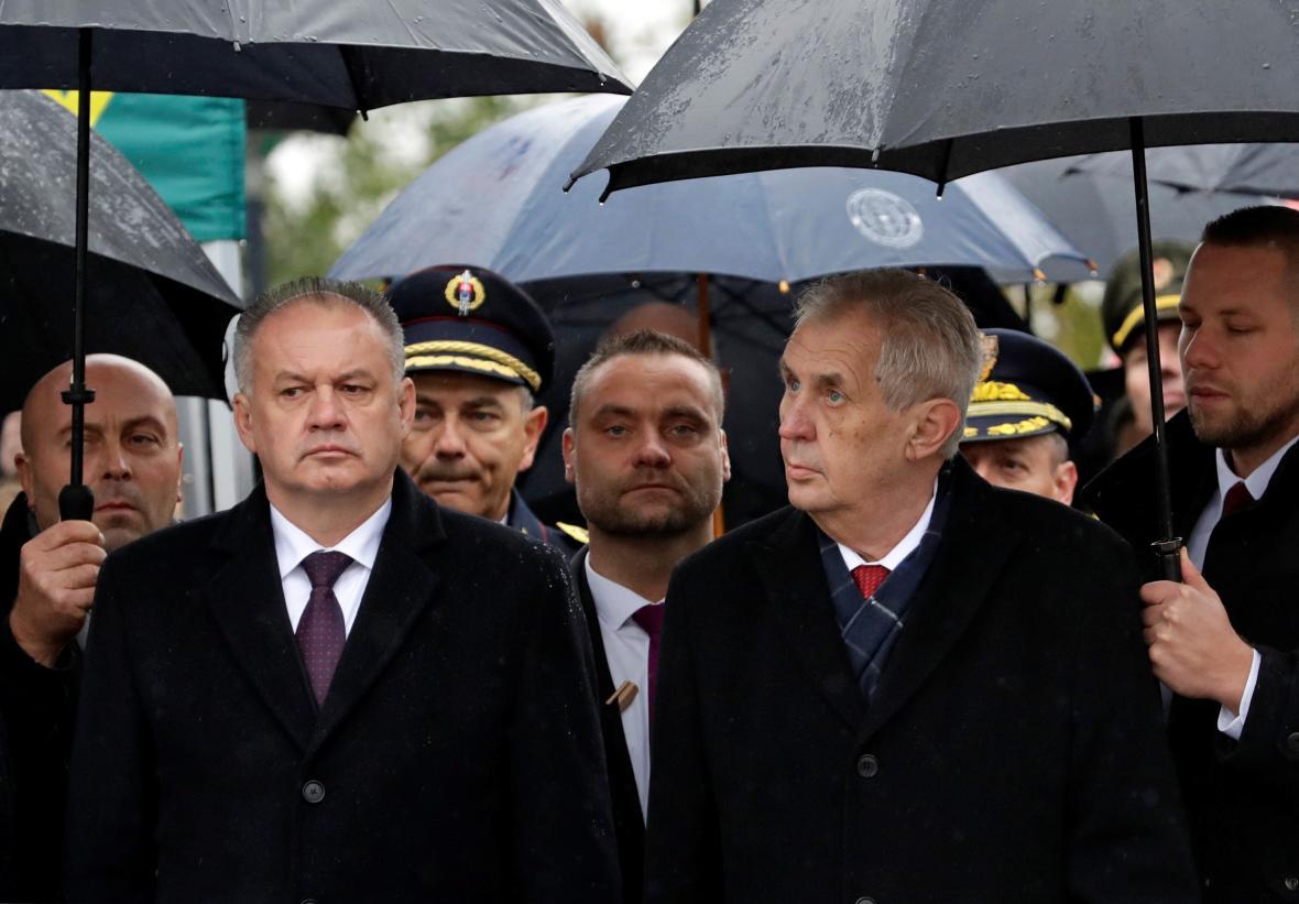 Andrej Kiska a Miloš Zeman během pietního aktu na pražském Vítkově